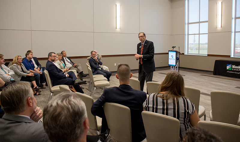 Wynne addresses business community