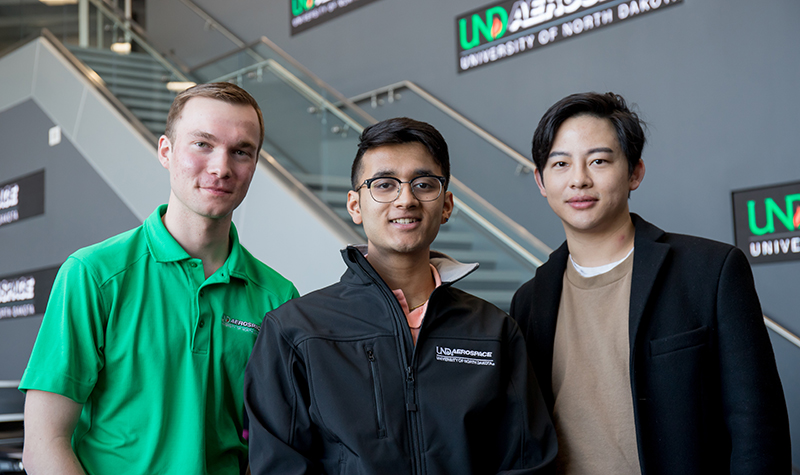 Freshman trio wants to make airline-luggage tracking a 'flash'